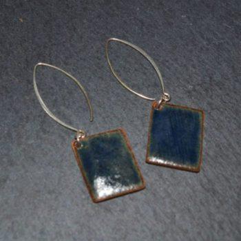 Boucle d'oreille carrée, collection Bleu nuit, montée sur crochets Grand Modèle